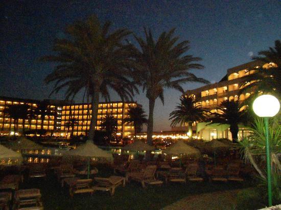 Evenia Zoraida Garden: an evening scene