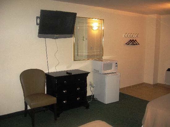America's Best Inn & Suites: ABI 6