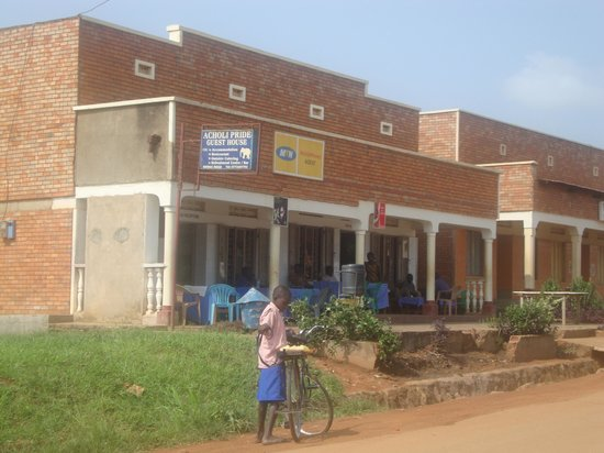 Acholi Pride Guest House: The front of the guest house.