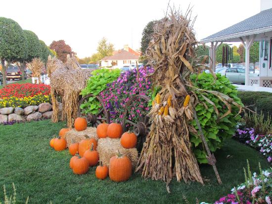 Super 8 Shipshewana: fall decorations