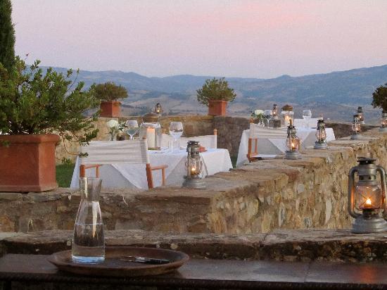 Castello di Vicarello: Rooftop dining