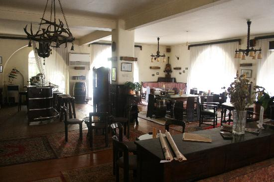 Windsor Hotel Cairo: The best bar in Cairo, an Oasis of calm