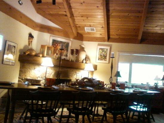 Sequoia River Dance B&B: Breakfast area