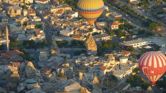 Caravanserai Cave Hotel: Blick vom Ballon auf Göreme