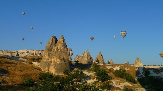 Caravanserai Cave Hotel: Ballons über Kappadokien