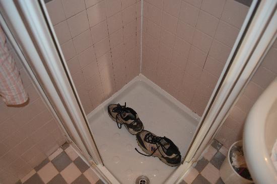 Hotel Spagna: Shower Stall