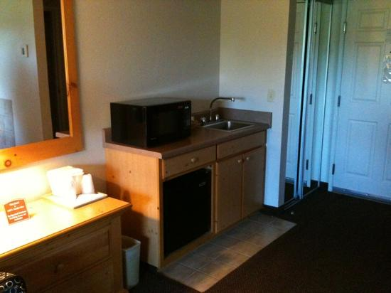 Comfort Inn & Suites: Bar area - Not part of the bathroom