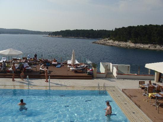 سبلندد جولدن روكس ريزورت: pool and view