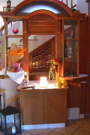 Hotel Auhmuehle: Decor at Hotel Aumuehle