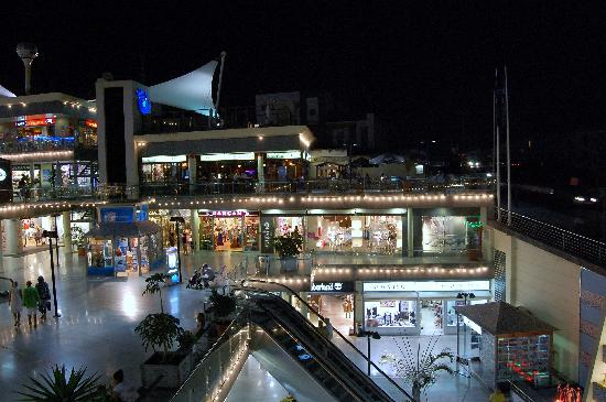 "Cinco Plazas: Shopingcentre""Biosphera"""