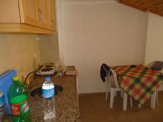 Ince Apartments: Kitchenette