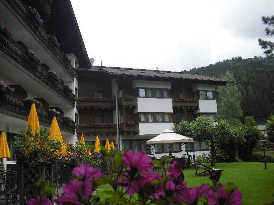 Hotel Sonnalp: the garden at the back of the hotel