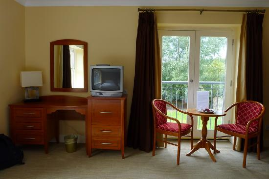 Clew Bay Hotel: Another view of the room
