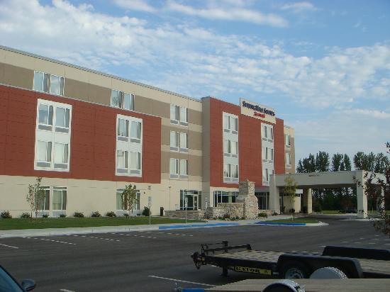 SpringHill Suites Grand Forks : Exterior