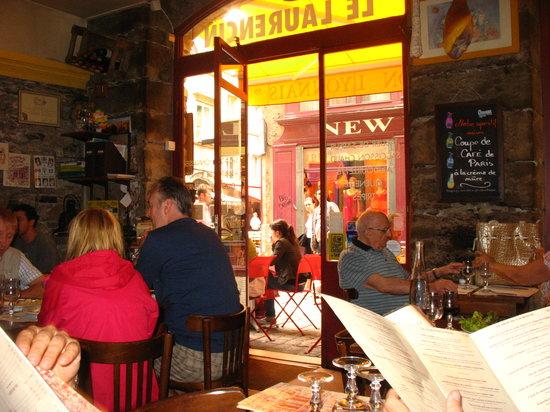 Le Laurencin : Vista de la teraza y la calle desde dentro