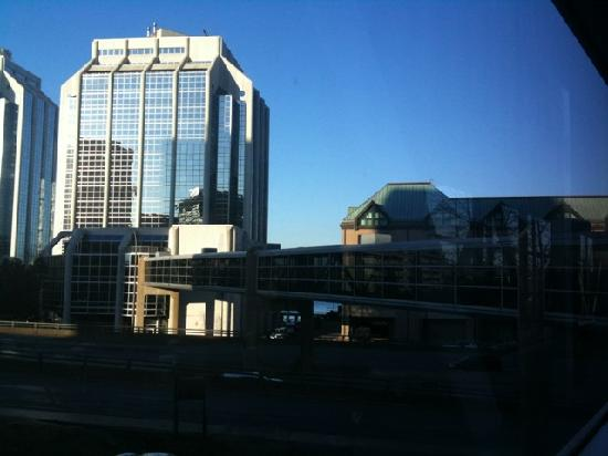 Delta Hotels by Marriott Barrington: View of the skywalk from Casino to the hotel