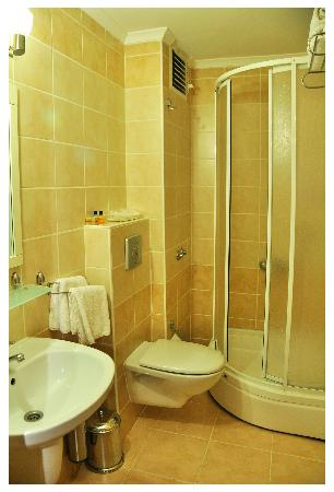 Hotel Limani: shower in the room