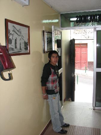 Hotel Margarita Inn Alameda : Our host and the entrance on Antonio Elizalde