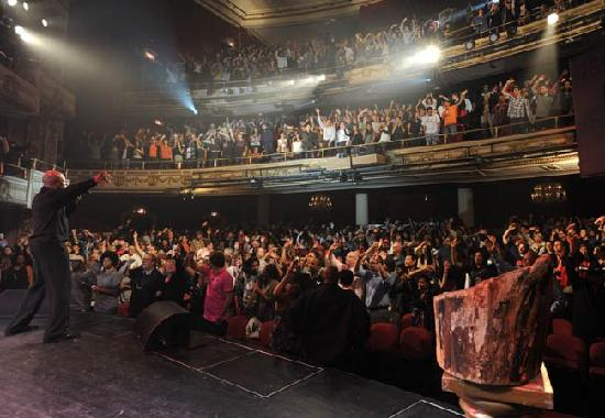 NYStrolls Walking Tours : It's showtime at the Apollo Theater!