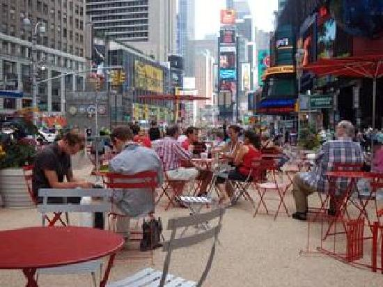 NYStrolls Walking Tours : Picnic at Times Square