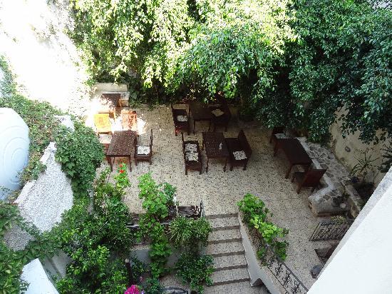 Hotel Splanzia: Vue sur la cour