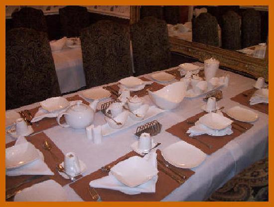 Brownes hotel: Dining room