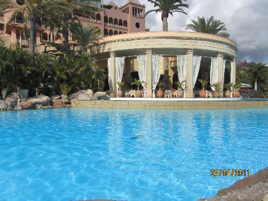 IBEROSTAR Grand Hotel El Mirador : outside bar and pool
