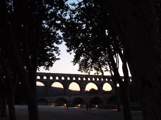 Best Western Uzes Pont Du Gard: Pont du Gard by night