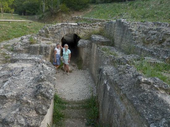 Best Western Uzes Pont Du Gard : Roman brickwork - with tourists!!