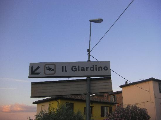 Hotel Il Giardino: Look For This Sign From The Road