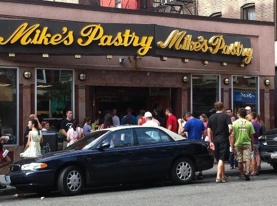 Residence Inn by Marriott Boston Harbor on Tudor Wharf: Mike's Pastry - a lineup for their cannolis!