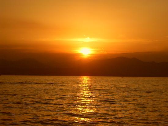 Bardolino (เทศบาลบาร์โดลิโน), อิตาลี: Sunset over Lake Garda from Bardolino