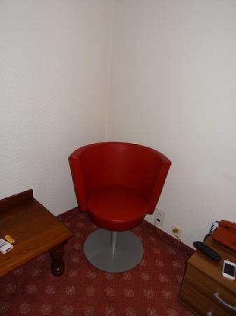 Hotel Central: Sitzgelegenheit - das modernste Möbel im Zimmer