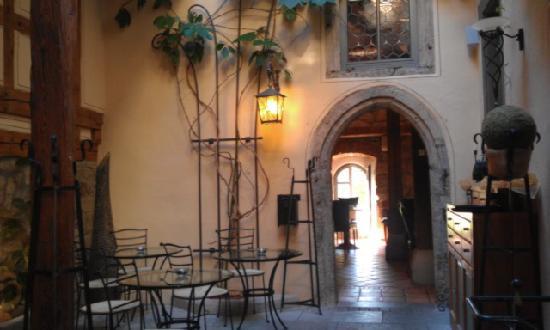 Hotel Klosterstueble: Front desk area