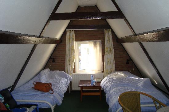 Hotel Adolesce: Questa era la nostra stanza, davvero graziosa!