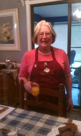 Magnolia Glen Bed and Breakfast: Bonnie, the sweet hostess