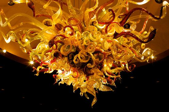 Tulalip Resort Casino: Chihuly chandelier in Tulalip Bay Restaurant Wine Room