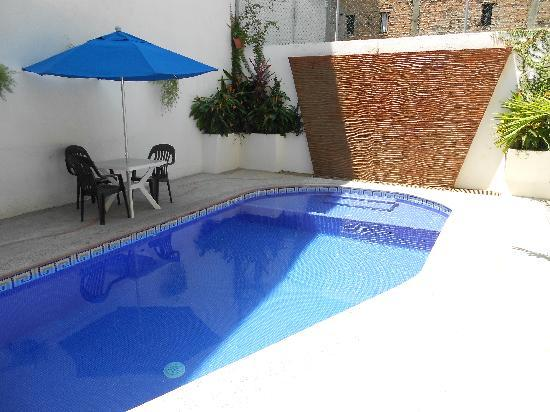 Hotel Hacienda de Vallarta Centro : Nice relaxing pool.