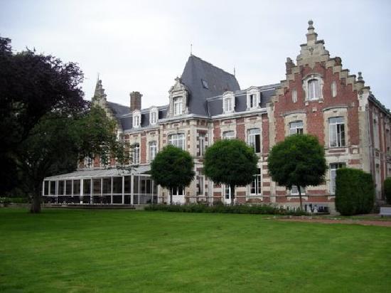 Tilques, France : Hotel rear