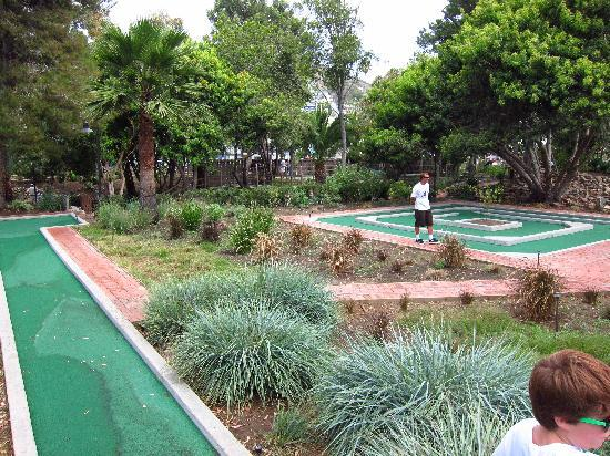 Golf Gardens Miniature Golf: Beautiful landscaping