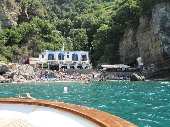 Da Adolfo: Approach to the Cove