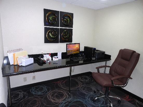 Ramada Tulsa: Business Center