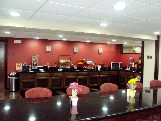 Ramada Tulsa: Breakfast Area