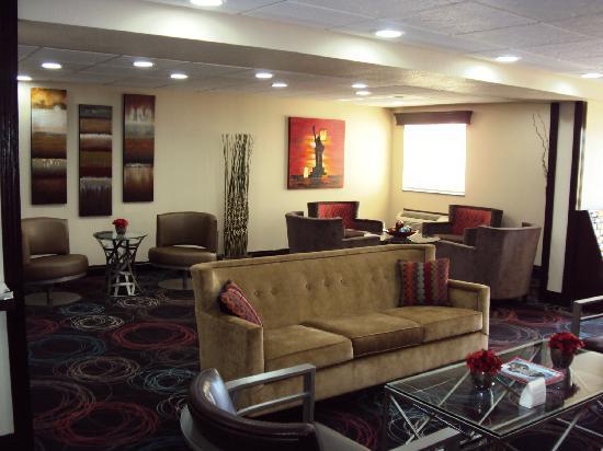 Ramada Tulsa: Lobby 2