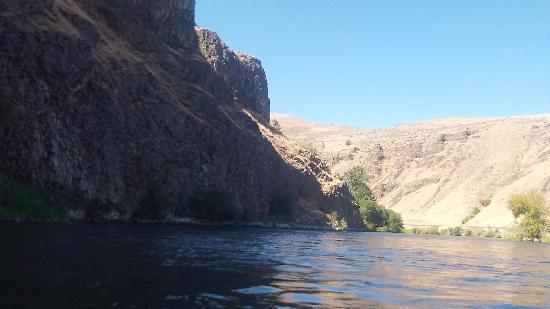 Let's Go Tubing : canyon wall and river