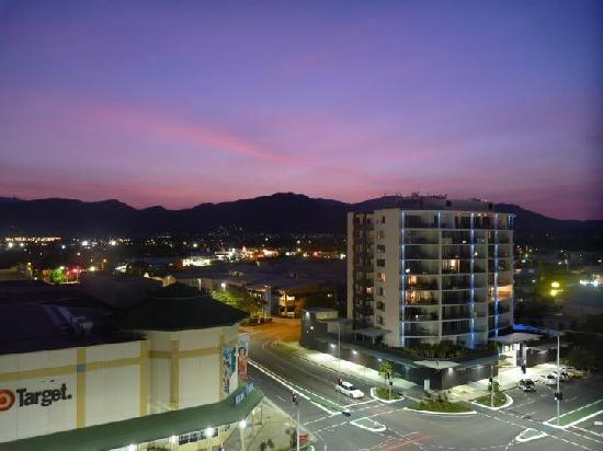BEST WESTERN PLUS Cairns Central Apartments: Level 7 view from balcony
