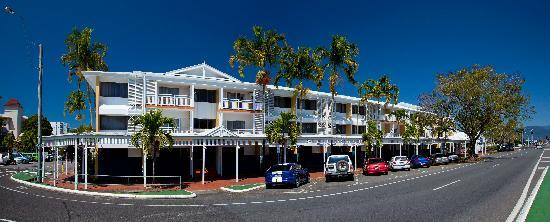 Ibis Styles Cairns: Street Front