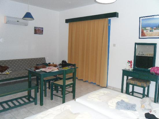 Tasmaria Hotel Apts.: Our room