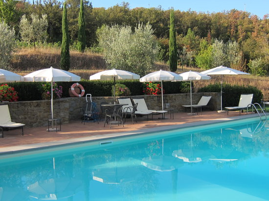 Casa Portagioia - Tuscany Bed and Breakfast: The pool setting is idyllic
