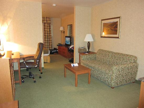 Holiday Inn Express Hotel & Suites - Coeur D'Alene: King Suite